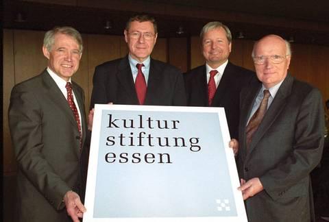 Das Foto zeigt (v.l.) die Herren Oberbürgermeister Dr. Reiniger, Regierungspräsident Büssow, Prof. Dr. Pfeffer und Dr. Ziemann;